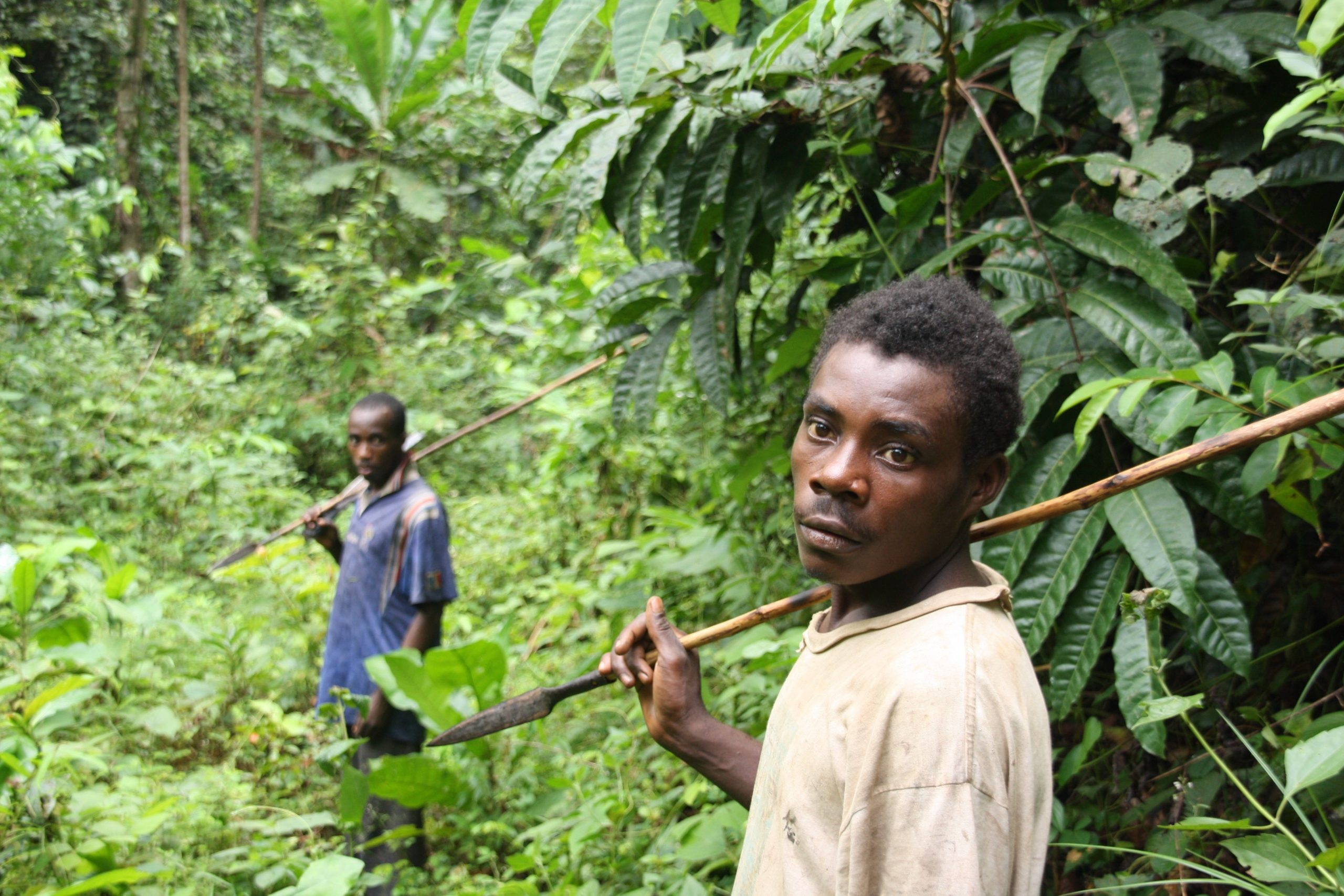 Dyuga René and Ada Joseph hunting in the forest around Ngolo village (photo: Nadine Grimm)